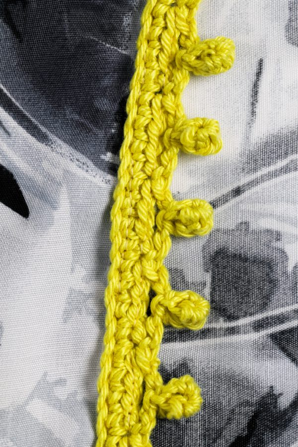 haakwerk sjaal rand bolletjes gehaakt