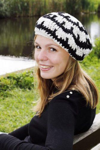 Een leuke zwart witte baret voor jong en oud