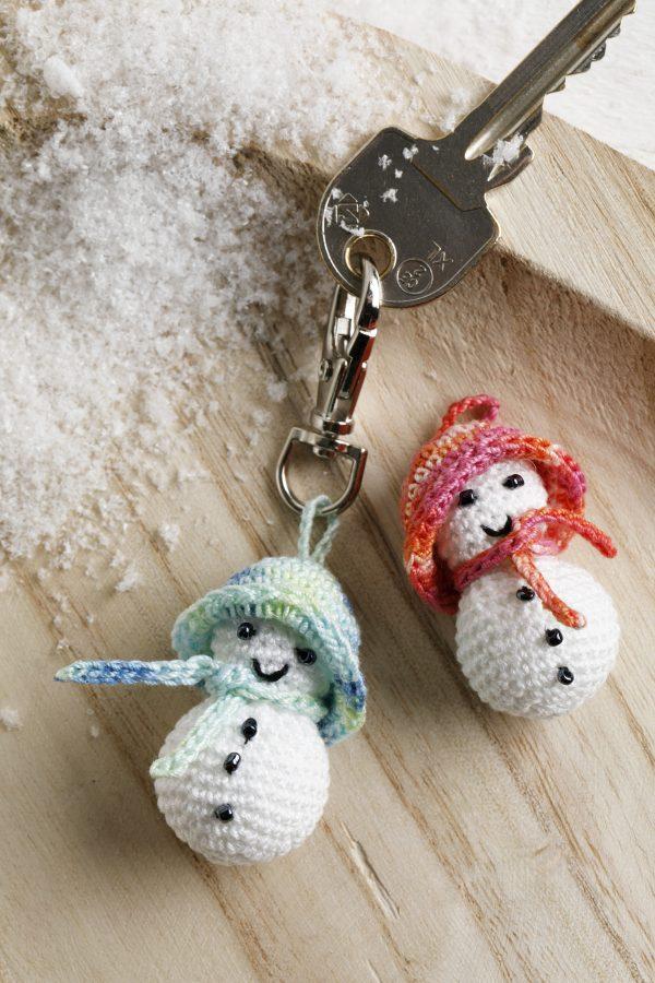 haken, kerst, haakpatroon, sneeuwpop, sleutelhanger